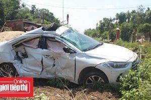 Tàu hỏa tông ô tô 5 chỗ ngồi khiến 3 người bị thương nặng