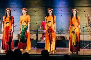 NTK Đỗ Trịnh Hoài Nam trình diễn 2 BST mới tại trụ sở chính của UNESCO