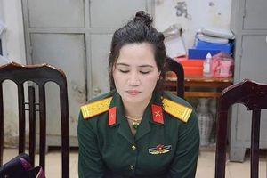 Nữ nhân viên công ty luật khai mua quân phục hàm đại tá để mặc đi... khoe