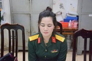 Bắt giữ người phụ nữ mang quân phục đại tá giả để khoe mẽ