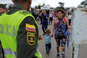Hàng nghìn người Venezuela vượt rào qua biên giới Colombia