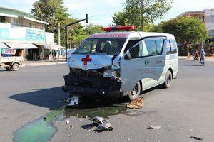 Xe cứu thương gây tai nạn giao thông liên hoàn, trách nhiệm thuộc về ai?