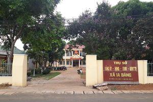 Thông qua đơn xin thôi việc của Phó Bí thư Đảng ủy xã vào trường 'đánh' học sinh