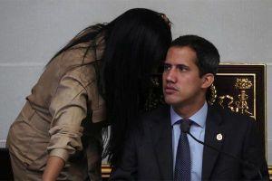 Lãnh đạo đối lập bị tước quyền miễn trừ, dân Venezuela phá rào biên giới tháo chạy