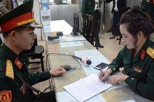 Giả danh nữ đại tá quân đội chỉ để chụp ảnh 'khoe mẽ'