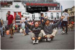 Đôi vợ chồng già lần đầu tiên dắt tay nhau đến Hà Nội: Tình yêu tuổi xế chiều ngọt ngào, lãng mạn thế đấy!