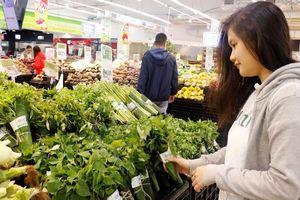 Băn khoăn về vệ sinh trước 'cơn sốt' dùng lá chuối bọc thực phẩm