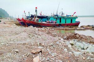 Xã Hoằng Trường (Thanh Hóa): Tự ý lấn sông, xây cảng trái phép