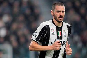 Bonucci nhận mưa chỉ trích vì không bảo vệ sao trẻ Juventus