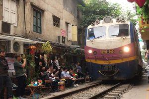 Clip: Quán cafe đường tàu - nơi không dành cho khách yếu tim