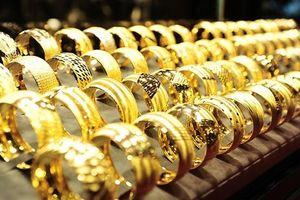 Giá vàng hôm nay 4/4: Đồng USD giảm, giá vàng có xu hướng tăng nhẹ