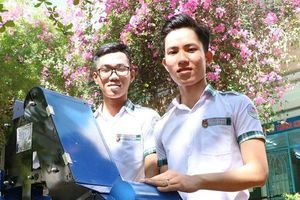 Hai học sinh cấp 3 chế tạo thành công máy thu gom nông sản tự động
