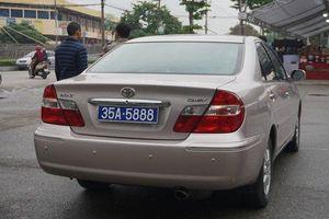 Vụ một ô tô có hai biển số xanh ở Ninh Bình: Cần làm rõ trách nhiệm người trình cấp và người ký cấp biển