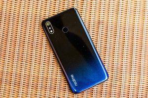 Realme 3 ra mắt thị trường Việt, giá cực rẻ