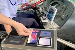 Thẻ điện tử thay vé xe buýt ở TP.HCM, vì sao khách ít dùng?