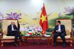 Bộ trưởng Nguyễn Chí Dũng làm việc với Đại sứ Italia tại Việt Nam