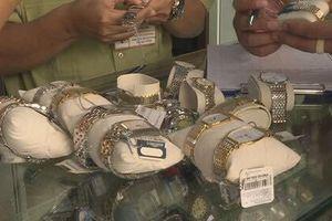 Hai cửa hàng kinh doanh đồng hồ không rõ nguồn gốc bị xử phạt 109 triệu đồng