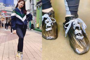 Ai ngờ một ngày túi nilon lại thành 'trend giày' ở Hàn Quốc thế này