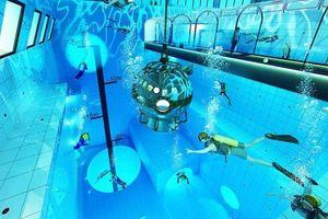 Ngắm bể bơi sâu 45 m ngoạn mục nhất thế giới