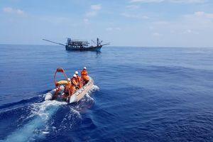 Cấp cứu khẩn cấp ngư dân gặp nạn trên vùng biển Hoàng Sa
