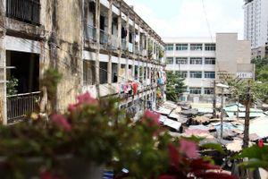Cuộc sống trong chung cư 'băng bó' bằng dây kẽm ở Sài Gòn