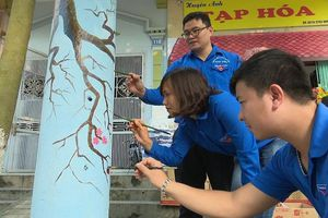 Bất ngờ 'cột điện nở hoa' ở thành phố Việt Trì