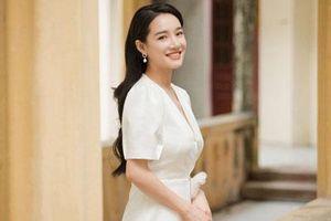 Nhã Phương lộ vòng một khủng khi diện váy trắng khoét cổ sâu sau nghi vấn đã sinh con