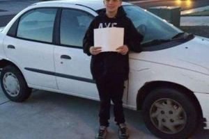 Cậu bé 13 tuổi tiết kiệm tiền mua ô tô tặng mẹ đi làm