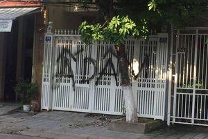 Nhà cựu Phó Viện trưởng VKS bị 'khủng bố' bằng chất bẩn, xịt sơn sau vụ sàm sỡ bé gái trong thang máy