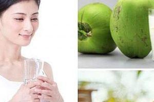 Thèm uống nước dừa bao nhiêu, bạn cũng tuyệt đối không được uống vào buổi tối