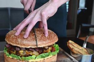 Kỳ lạ hơn 20 triệu đồng một chiếc bánh burger