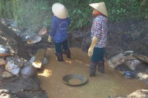 Mót quặng, một phụ nữ tử vong vì sụp vào hố bùn thải