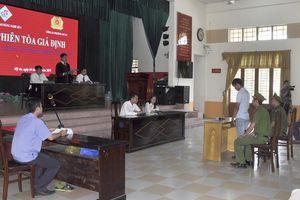 Tuyên truyền phòng chống tội phạm bằng 'phiên tòa giả định'