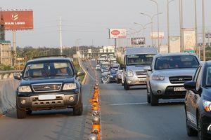 Ô tô lại đi vào làn đường xe máy trên đường dẫn cao tốc TPHCM - Long Thành