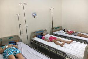 61 học sinh nhập viện nghi ngộ độc thực phẩm