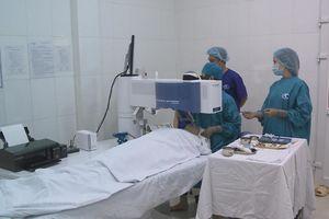 Phẫu thuật mắt bằng Laser: Không chạm, không gây đau