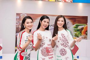 'Bạn gái tin đồn' Phan Văn Đức rạng rỡ áo dài, khoe sắc bên Hoa hậu Ngọc Hân