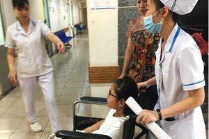 Hơn 60 học sinh Sài Gòn nhập viện sau khi ăn bánh mì cà ri bò