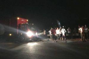 Xe máy 'đấu đầu' ô tô tải, nam thanh niên chết thảm trong đêm