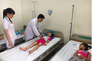61 học sinh tiểu học ở TP.HCM nhập viện nghi bị ngộ độc