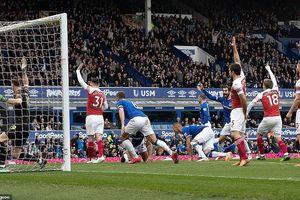 Arsenal thua đau, 'đua' Top 4 Premier League hấp dẫn khó lường