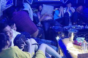 Gần 100 người dùng ma túy trong quán karaoke Gossip