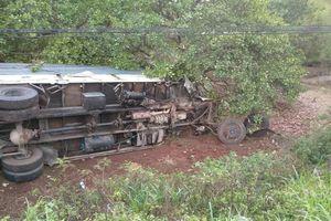 Ô tô 7 chỗ tông xe chở rau, 3 người tử vong