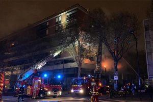 Hỏa hoạn gây nổ lớn, cả tòa nhà rừng rực cháy ở Paris