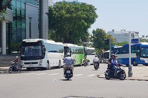 Đà Nẵng phạt 34 lượt xe du lịch dừng, đỗ trái quy định quanh Nhà hát Trưng Vương