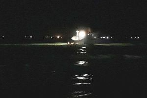 Thừa Thiên - Huế: Huy động lực lượng tìm nạn nhân bị sóng cuốn khi đang cứu người