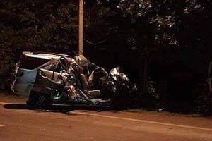 Ôtô 7 chỗ tông xe tải, 5 người thương vong