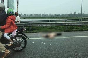 Va chạm với xe tải, chồng tử vong tại chỗ, vợ và con nguy kịch
