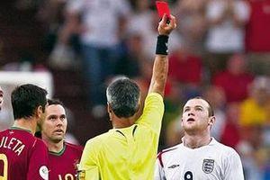 Nhìn lại tình huống Ronaldo 'chơi khăm' Rooney ở World Cup 2006