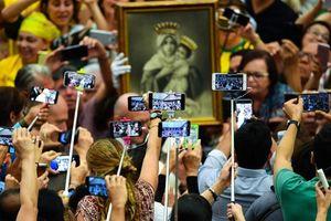 'Choáng' với hình ảnh 'xã hội smartphone' mọi lúc, mọi nơi